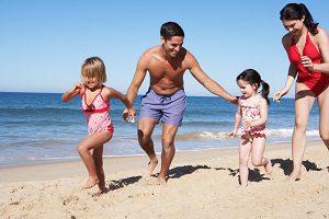 famille-sur-la-plage